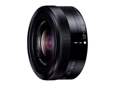 デジタル一眼カメラ用交換レンズ(標準ズームレンズ:ブラック)