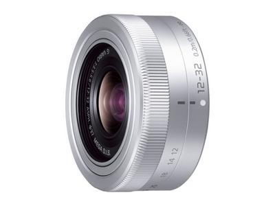 デジタル一眼カメラ用交換レンズ(標準ズームレンズ:シルバー)
